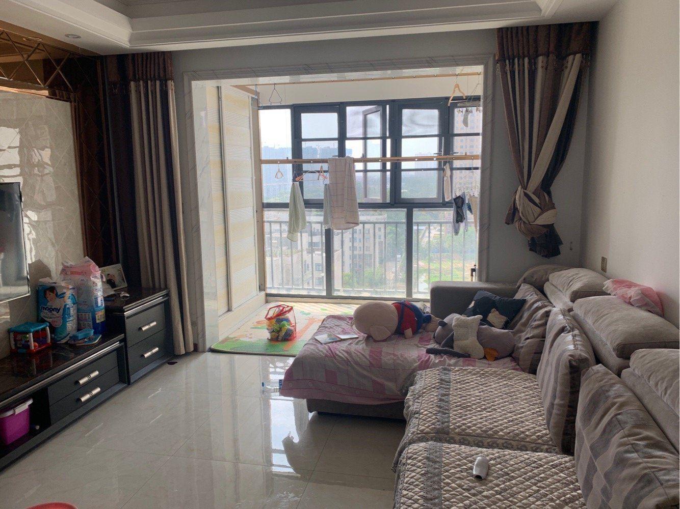 鸿昇现代城  精装大三房  满两年  两证齐全 可按揭贷款