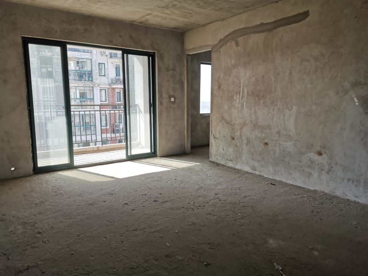 德政金园电梯洋房 户型方正 南北通透 成熟小区配套齐 学校近