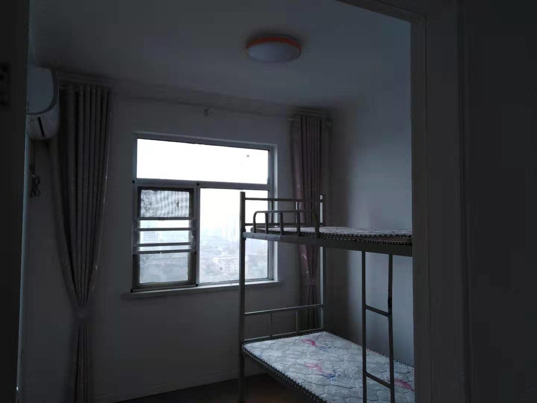 城南紫金城精装三房 家具家电齐全 看房方便有钥匙开门拎包入住