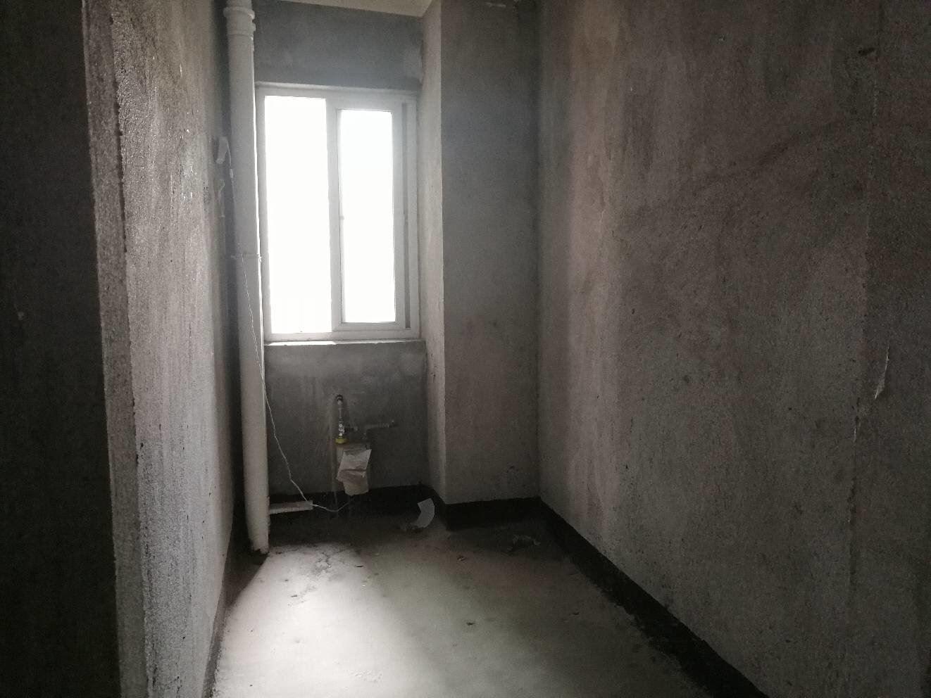 鸿昇现代城,毛坯大三房,证满两年,送入户花园