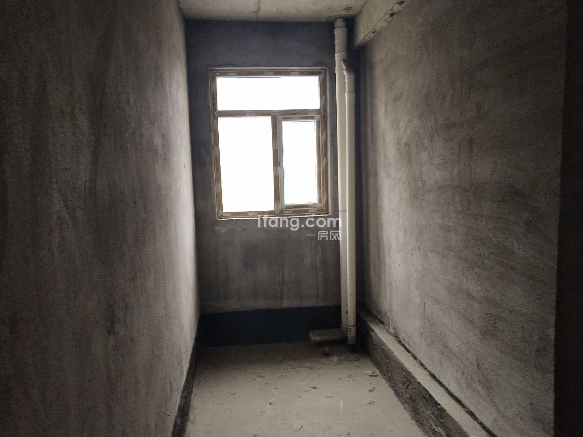 金江星城  毛坯三房 房东急售  随时看房 正常按揭