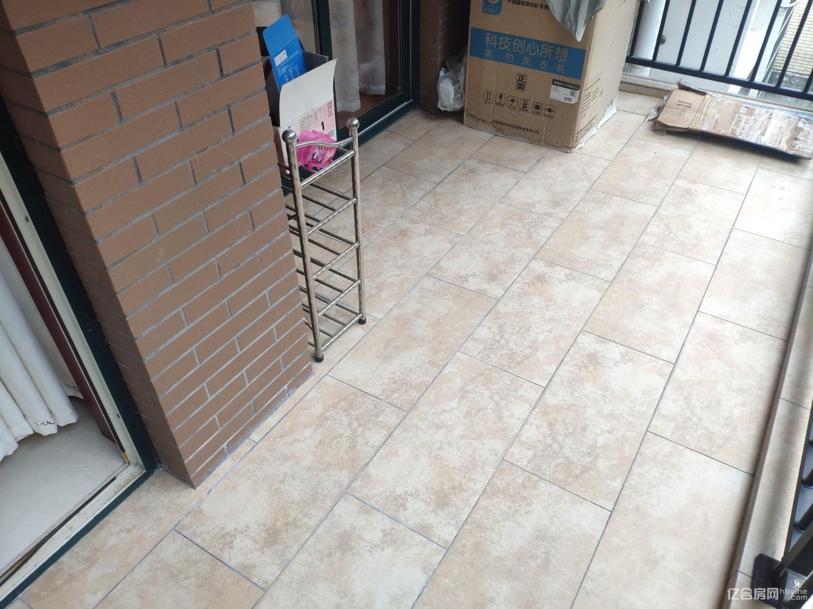 香岸华府步梯中间好楼层 两证在手满五税低 品牌家私八成新婚房