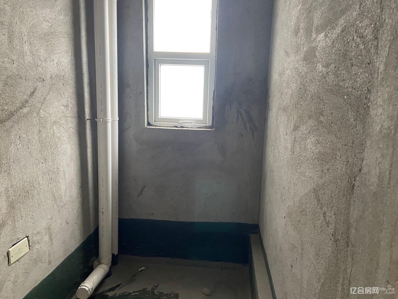 供暖毛坯大三房 中间楼层 可按揭 证满二年 性价比南博万!