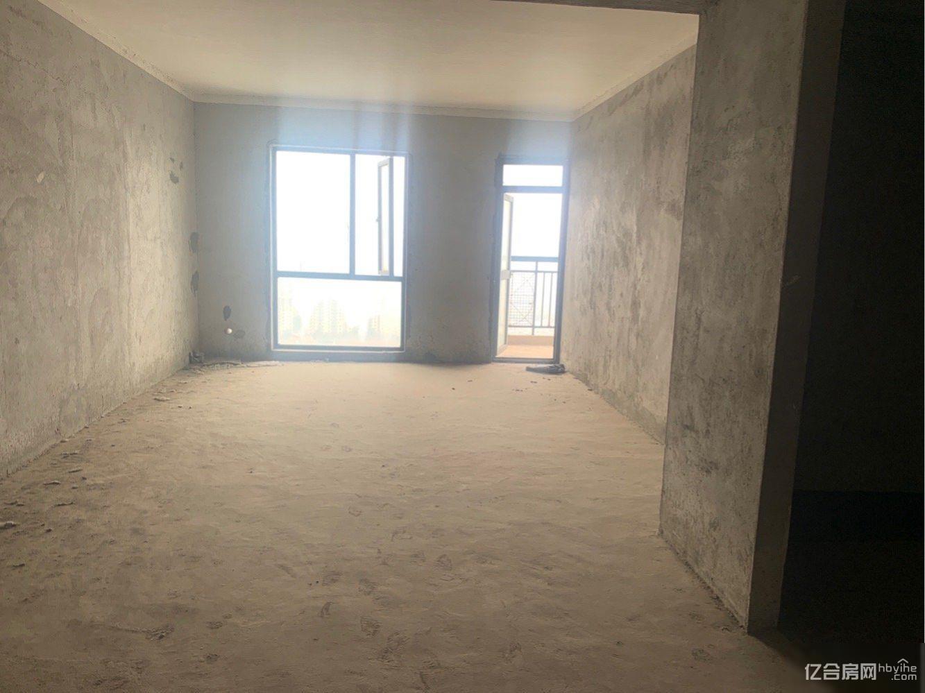 城南5000一平的电梯毛柸大三房进门送入户两证齐全满两年